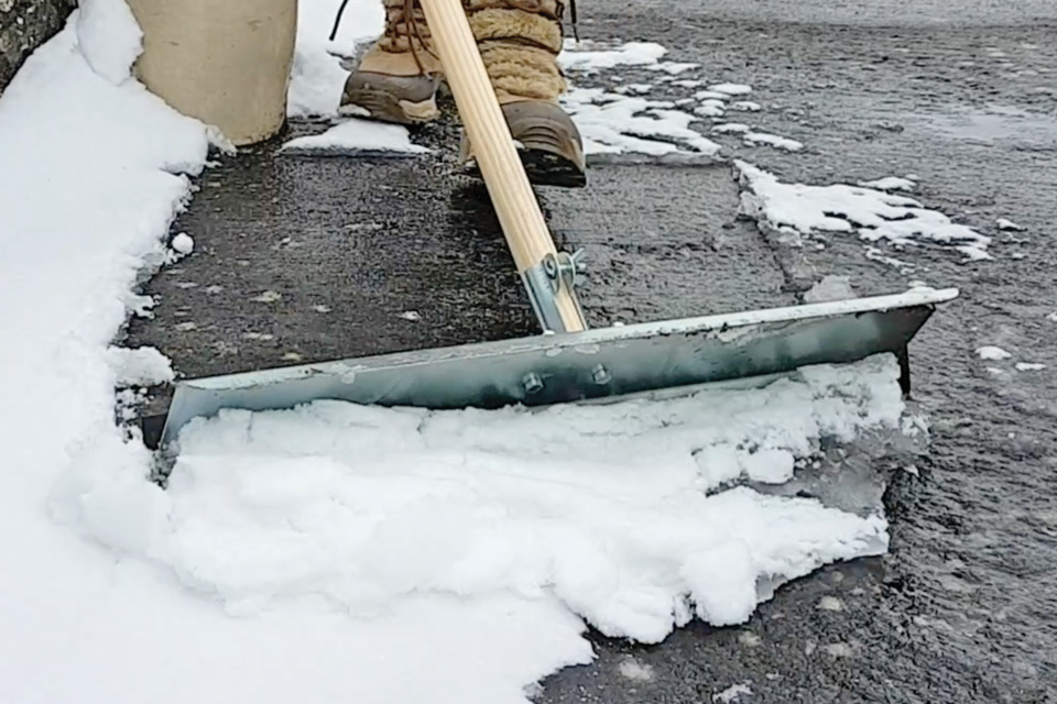 Snow-Pusher